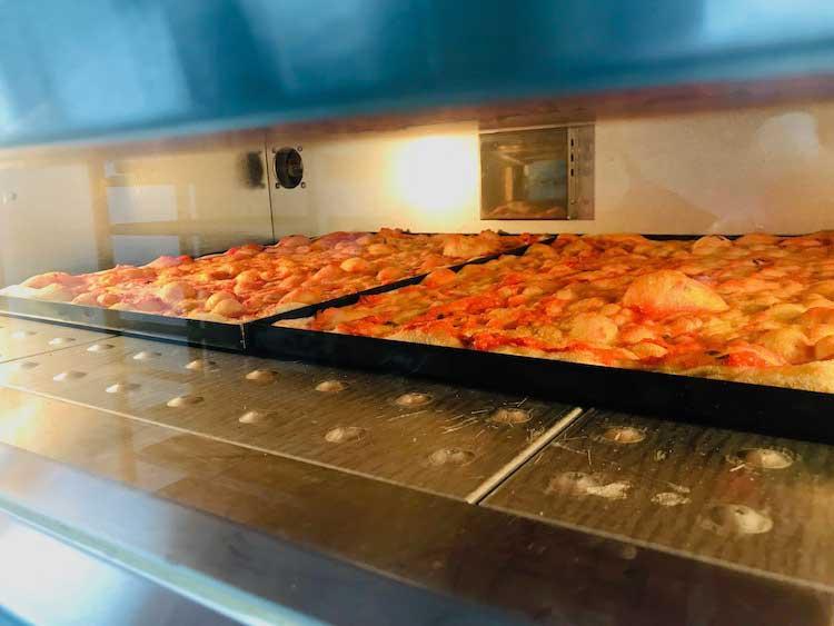 Cooking Pizza al Taglio