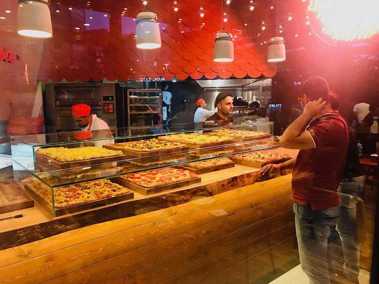 Pizzeria-al-Taglio-Display